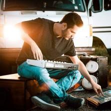 Hip Hop Drummer Charly Beat aus Stuttgart spielt im Studio für Hip Hop Produzent Fab Beat