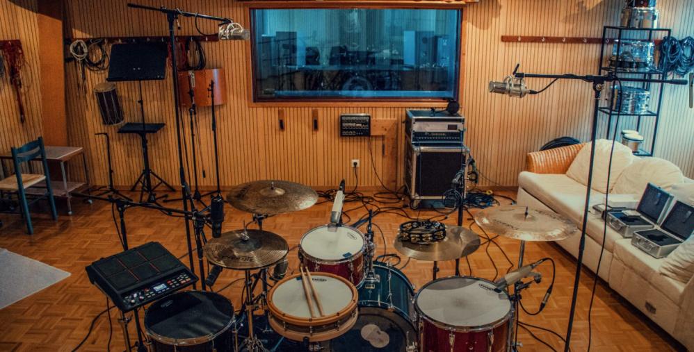 Hip-Hop Schlagzeug recording im Tonstudio Stuttgart. Drumset von oben.